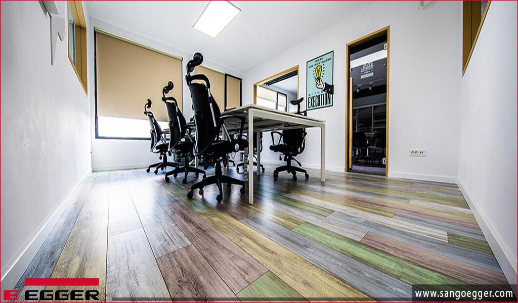 Thiết kế văn phòng đầy màu sắc và ý tưởng với sàn gỗ Egger
