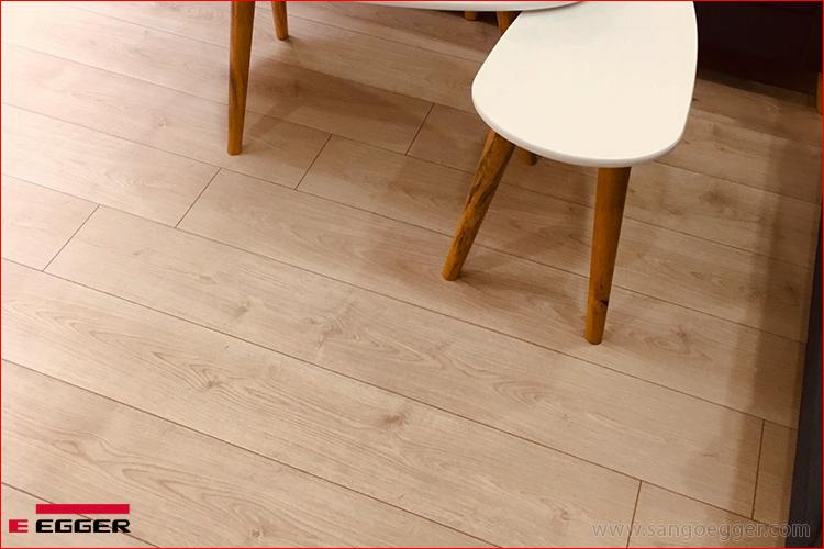 Lên sàn công trình sàn gỗ Đức cao cấp Egger EPL080 Aqua+ 2021