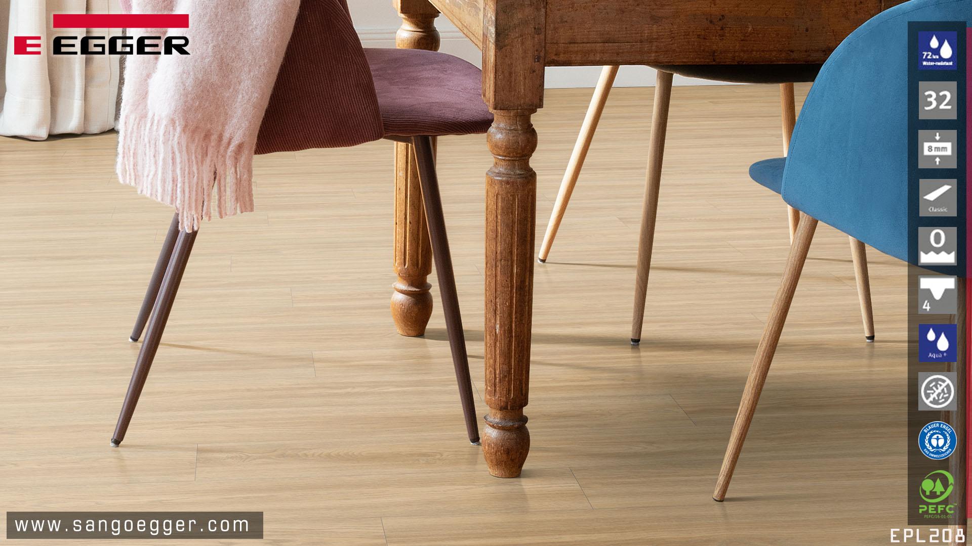 Màu sồi ấm cúng từ sàn gỗ Egger Aqua EPL208 bản 8mm