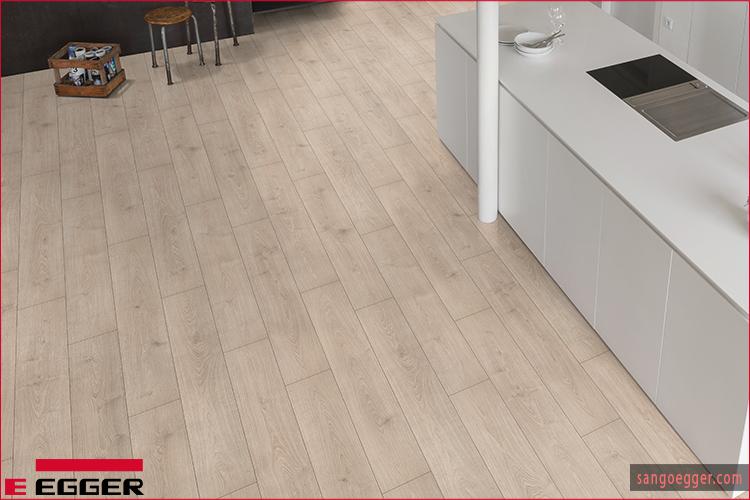 Thực tế vân gỗ khi lên sàn diện tích lớn - Egger Flooring